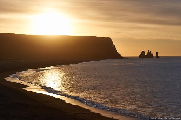 Les Reynisdrangar, Vik, au soleil levant