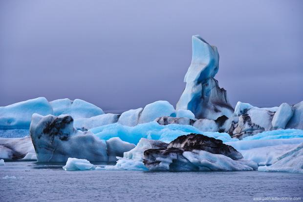 Icebergs sur le lac glaciaire de Jokulsarlon, Islande
