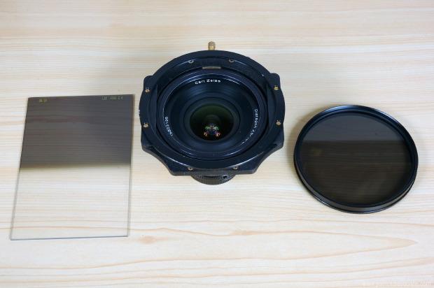 Ici le Zeiss 18 mm avec une monture Lee filters 100 mm, dégradé et polarisant (qui monté classiquement en avant génère du vignettage, comme sur le 17-35 AFS)