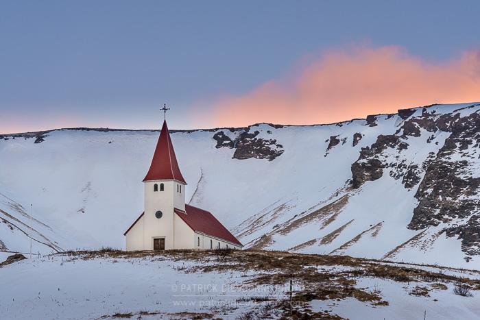 La fameuse petite église de Vik, un lieu incontournable.