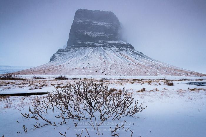 Lomagnupur, montagne repère sur la route du sud vers Skaftafell NP et Jokulsarlon