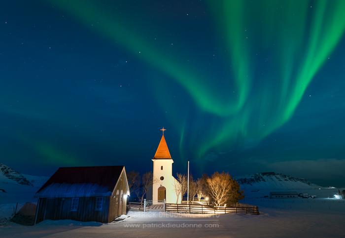 Eglise et aurore boréale, D800, 17-35 mm f 2,8 à 17 mm, f 5,6