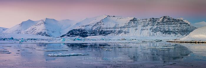Jokulsarlon, lagune glaciaire, au crépuscule (panoramique HD)