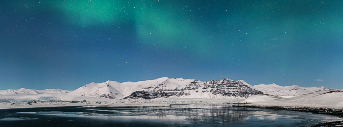 Jokulsarlon, aurore boréale, panoramique HD par assemblage.