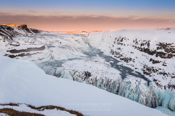 Gullfoss, cascade prise par les glaces