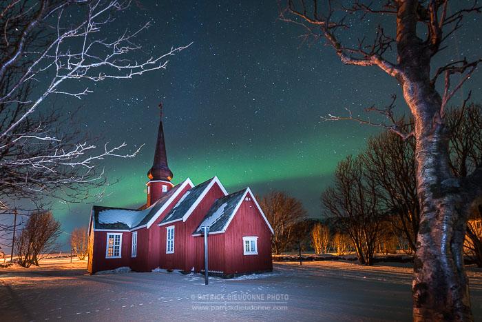 Eglise et aurore boréale, Lofoten