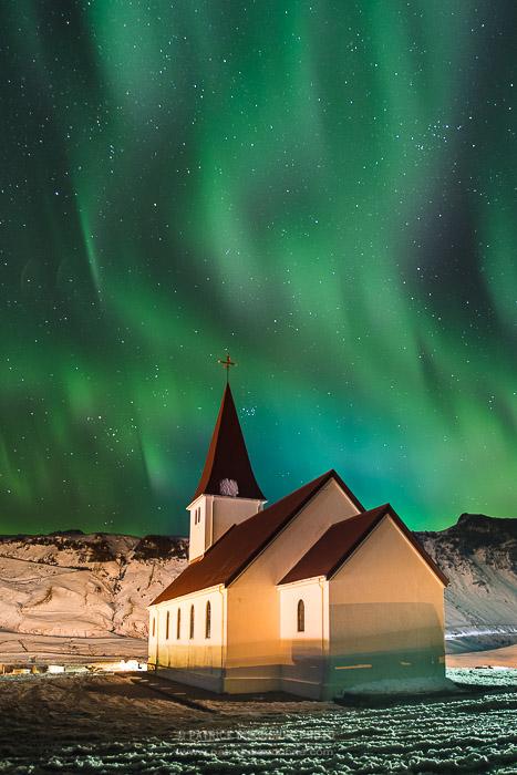 Eglise et aurore boréale, Vik, Islande