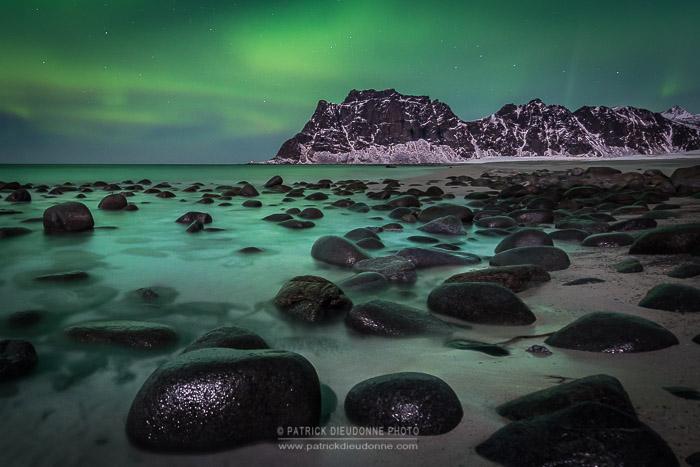 Plage et aurore boréale, Lofoten