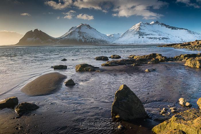 Montagnes près de Höfn, Islande - Nikon D5, 24-70/2,8 à 24 mm, 1/60 s à f11, iso 400.
