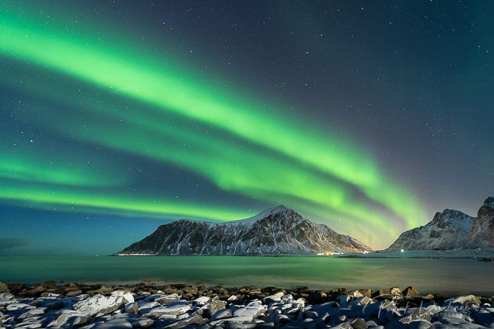 Lofoten, aurore boréale. Nikon D850, 14-24 mm à 16 mm. 15 s à f 2,8.