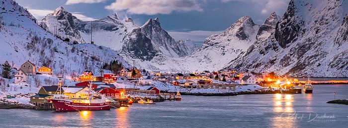 Reine, Lofoten. Panoramique HD.