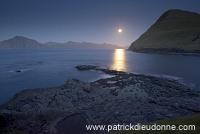 Moonrise_near_Gjogv,_Faroe_islands___Lever_de_lune,_iles_Feroe___FER703