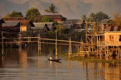 Lac Inle, village de Tha Ley, monastère