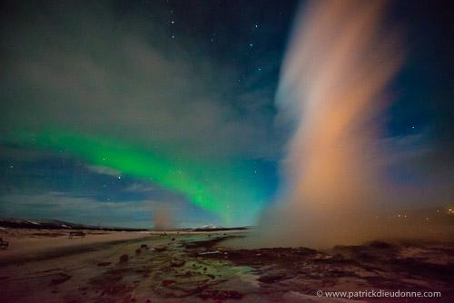 Geyser et aurore boréale