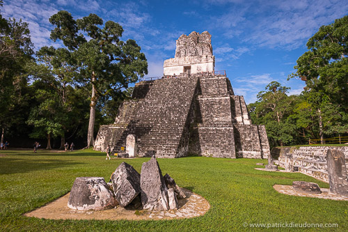 Tikal, site maya dans la jungle